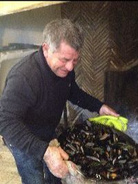 Alain Pascal grills fresh mussels over wood at Bandol Gros Noré